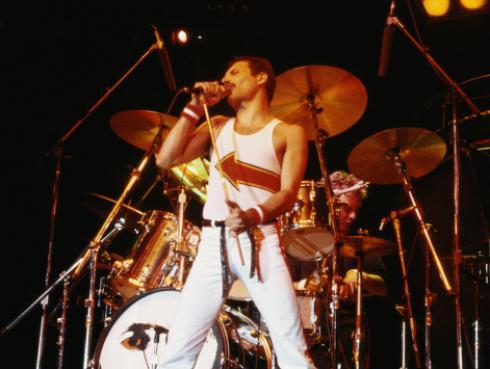 Efemérides: Freddie Mercury logró su primer número 1 como solista hace 26 años