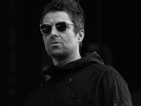 ¿Oasis vuelve? Liam Gallagher interpretó canciones de emblemática banda, en Singapur [FOTO]