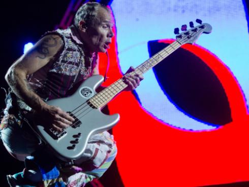 Flea de Red Hot Chili Peppers colabora con Fender para crear un nuevo bajo