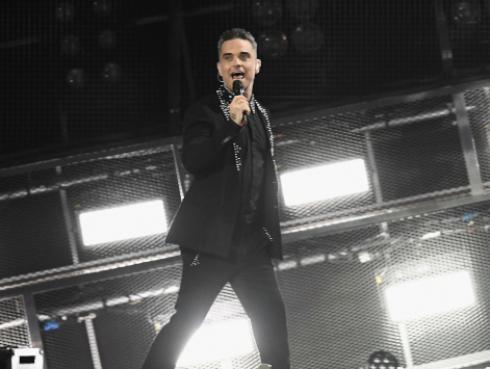 Mira a Robbie Williams cantar 'Rock Dj' en 'The X Factor'