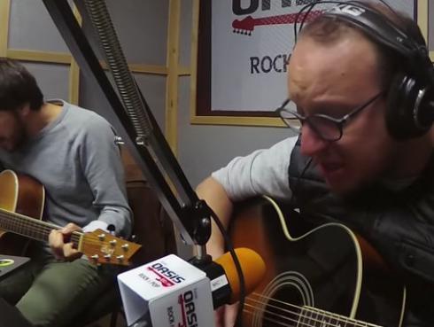 #Fogatera: El Marshall y Piccini interpretaron 'Entre Caníbales', de Soda Stereo