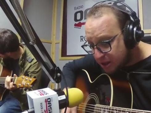 #Fogatera: El Marshall y Piccini interpretaron 'Ni tú ni nadie', de Alaska y Dinarama