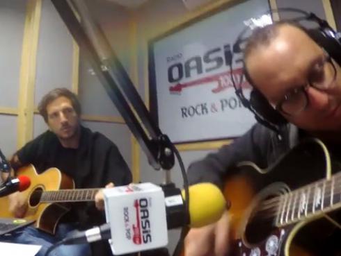 #Fogatera: El Marshall y Piccini interpretaron 'Mr. Jones', de Counting Crows