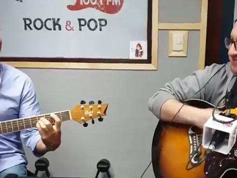 #Fogatera: El Marshall y Piccini interpretaron 'Me gustas mucho', de Viejas Locas