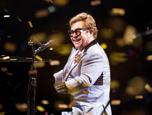 Elton John: concierto benéfico online recaudó 8 millones de dólares