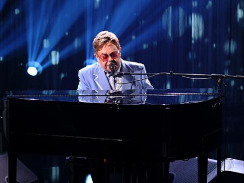 Elton John recuerda la peor etapa de su vida