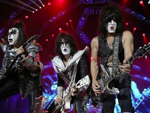 Entérate qué integrante de Kiss quiere tocar con Maná