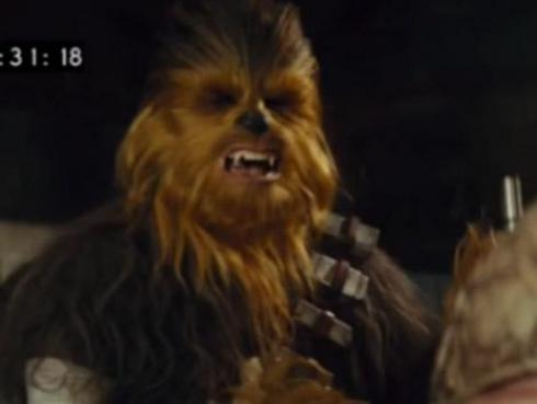Esta es la escena de Chewbacca eliminada de 'Star Wars 7' [VIDEO]
