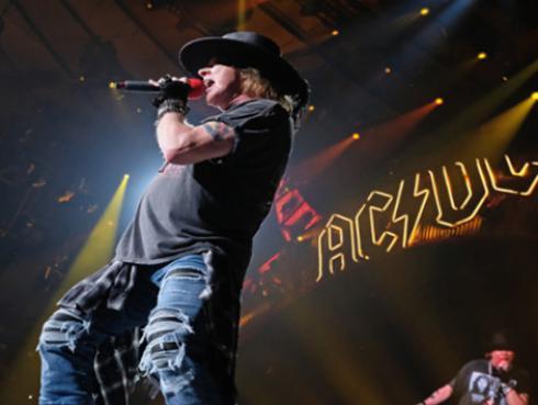 Exvocalista de AC/DC cree que Axl Rose debe grabar un álbum con la banda