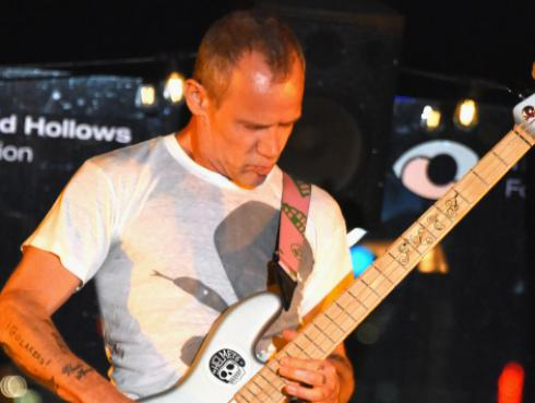 Flea de Red Hot Chili Peppers habló sobre el álbum inédito de John Frusciante [FOTOS]