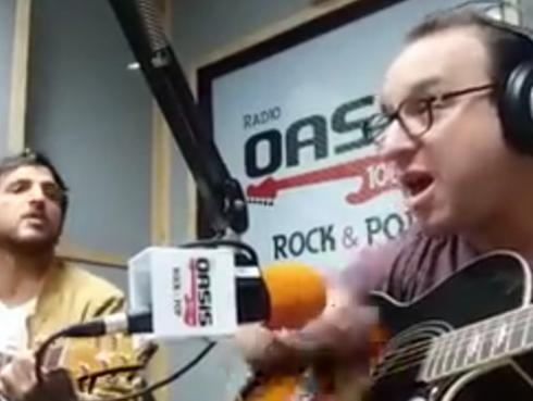 #Fogatera: El Marshall y Piccini interpretaron 'Iris' de Goo Goo Dolls