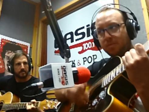 #Fogatera: El Marshall y Piccini interpretaron 'De música ligera' de Soda Stereo [VIDEO]