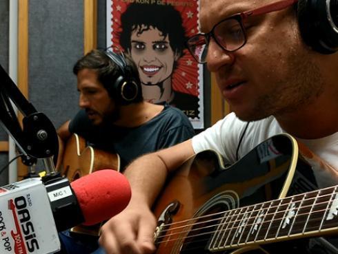#Fogatera: El Marshall y Piccini interpretaron 'Friday I'm in love' de The Cure [VIDEO]