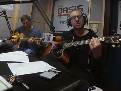 #Fogatera: El Marshall y Piccini interpretaron 'Plush', de Stone Temple Pilots