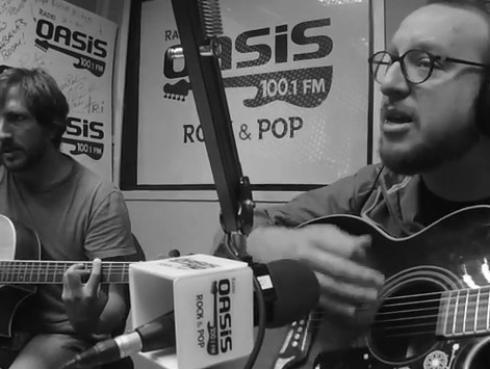 #Fogatera: El Marshall y Piccini interpretaron 'Red Red Wine', de UB40