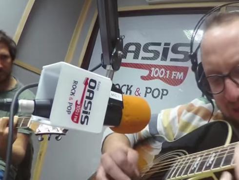 #Fogatera: El Marshall y Piccini interpretaron 'Mala Gente', de Juanes.