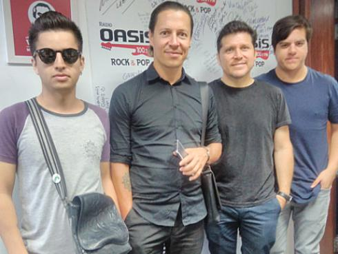 #Fogatera: Libido interpretó 'Invencible' en la cabina del Oasis [VIDEO]