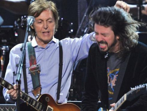 Paul McCartney toca la batería en el nuevo disco de Foo Fighters