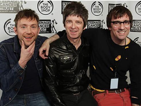 Graham Coxon de Blur se toma selfie en concierto de Noel Gallagher
