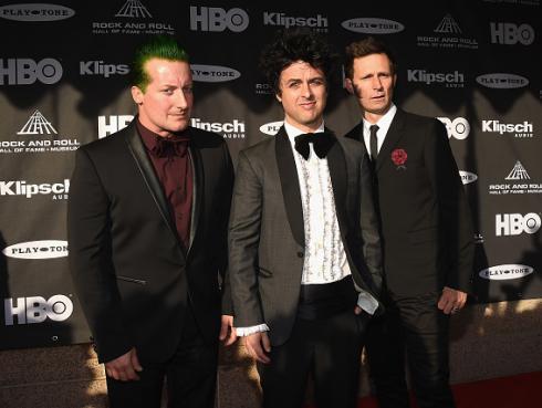 ¡Green Day suspende gira por infección que atacó a toda la banda!