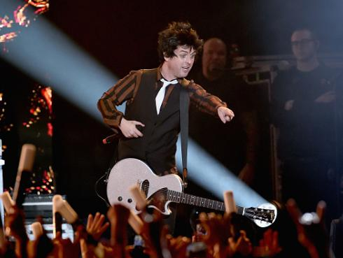 Green Day sorprendió a fan con discapacidad en pleno show [VIDEO]