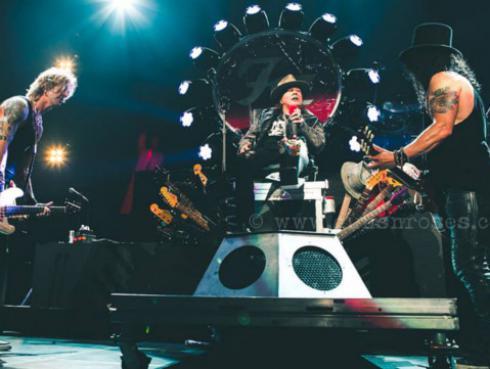 Con pie enyesado y todo Axl Rose arrancó gira con Guns N' Roses [FOTOS Y VIDEO]