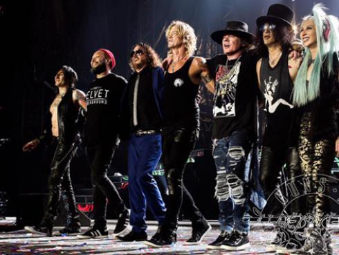 Detienen a los Guns N' Roses por posesión de armas [VIDEO]