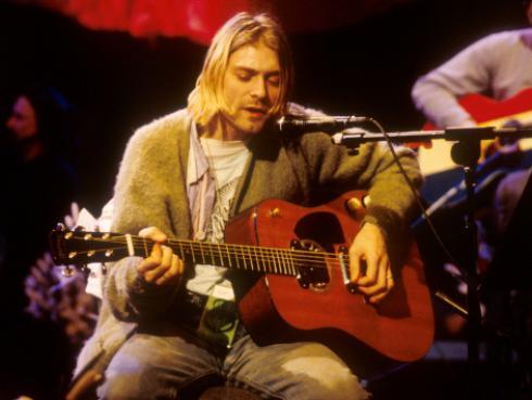 Hija de Kurt Cobain revela cómo se siente administrando el dinero que le heredó su padre