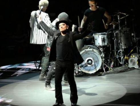 Hijo de Bono no toma en cuenta los consejos de su padre para triunfar en la música