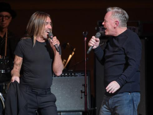 Iggy Pop y New Order interpretaron 'She's lost control' de Joy Division [VIDEO]