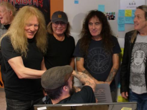 Iron Maiden Bruce Dickinson detuvo concierto por agresión a un fanático