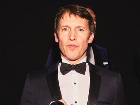 James Blunt fue reconocido como el mejor artista internacional en los Premios GQ