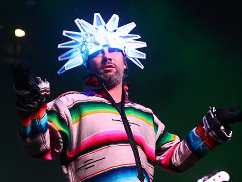 Jamiroquai reversiona 'Let's dance' de David Bowie con los síntomas del COVID-19 [VIDEO]