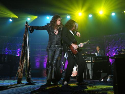 ¡Joe Perry asegura que gira de despedida de Aerosmith durará unos años más!