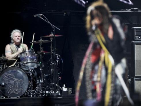 Joey Kramer, baterista de Aerosmith, se aleja de los escenarios por accidente
