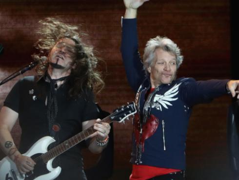 Jon Bon Jovi ofreció almuerzo comunitario a los empleados estatales de Estados Unidos