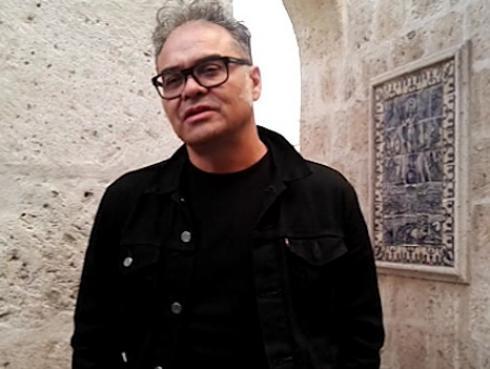Joselo de Cafe Tacvba se une a escritor peruano en libro sobre los Rolling Stone en Cuba