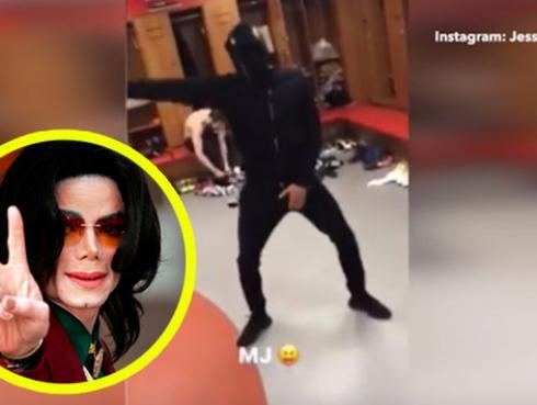 Jugador del Manchester United baila a lo Michael Jackson en vestidores [VIDEO]