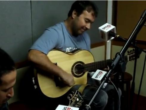 #Fogatera: Julio Andrade interpretó 'Como un burro amarrado en la puerta del baile'