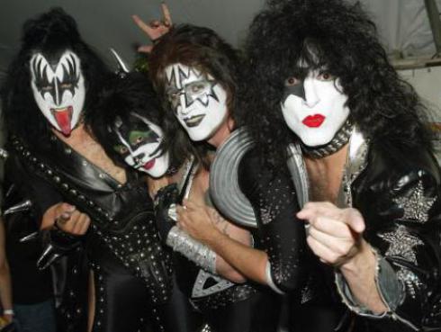 Lanzan a la venta enciclopedia de la banda Kiss