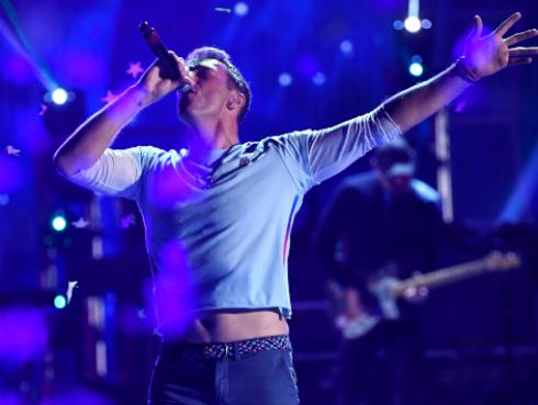 Novia de Chris Martin, de Coldplay, desmintió rumores de embarazo