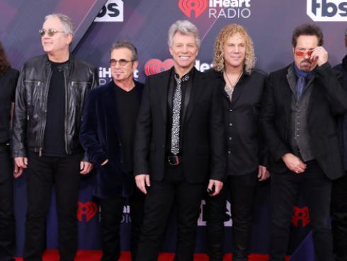 La banda Bon Jovi lanzó un día como hoy su primer álbum