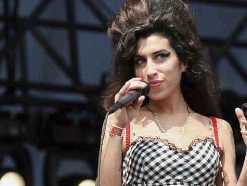 Amy Winehouse cumpliría 35 años, la recordamos con sus mejores canciones [VIDEOS]