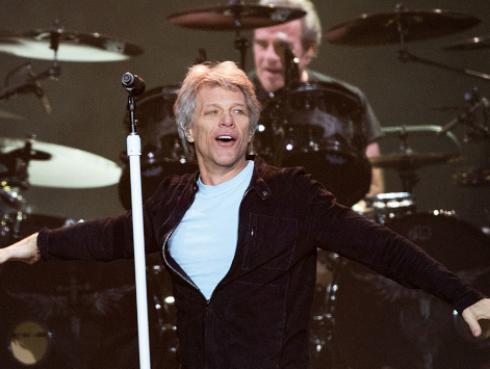 La épica reacción del público al escuchar un clásico tema de Bon Jovi en un partido de hockey