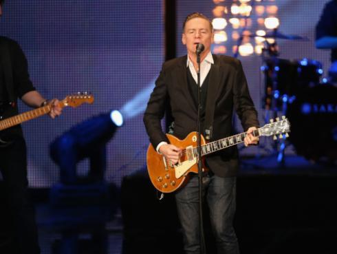 ¿Sabías que una de las guitarras más caras del mundo lleva la firma de Bryan Adams?