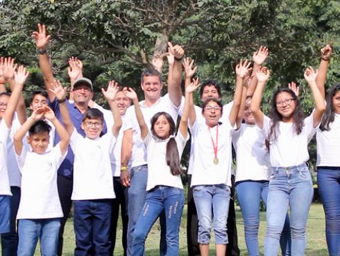 ¡La ONG Perú Champs lleva al Everest a cientos de escolares!