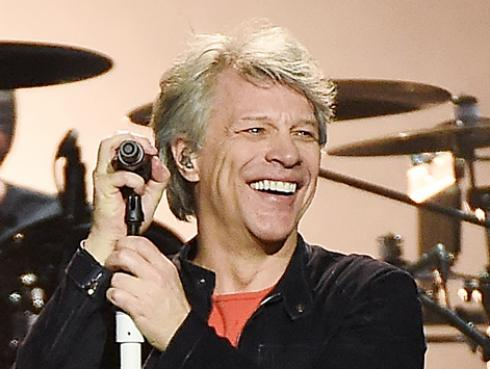 La pandemia tiene a Bon Jovi lavando platos
