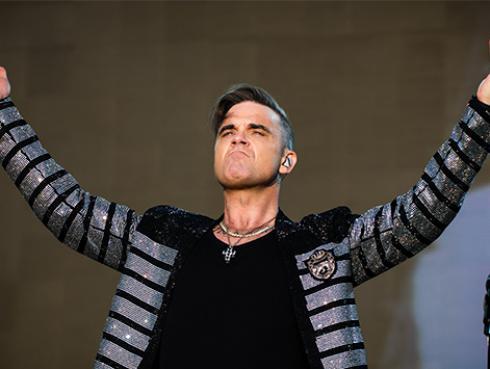 La razón por la que Robbie Williams se mantiene alejado de las redes sociales