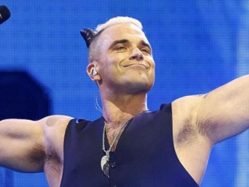 Robbie Williams vuelve a pedirle ayuda a los fans, mira de qué se trata