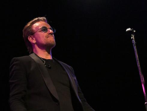 Bono organiza subasta a favor de la lucha contra el VIH/Sida
